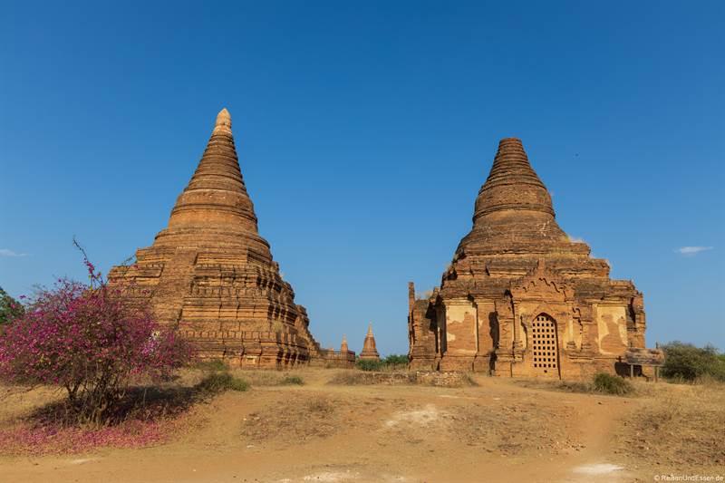 Pagoden in der archäologischen Zone in Bagan
