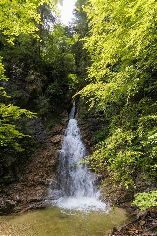 Wasserfall in Becken in der Schleifmühlklamm