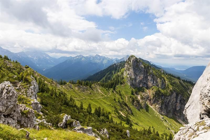 Blick vom Teufelstättkopf auf das Laubeneck in den Ammergauer Alpen