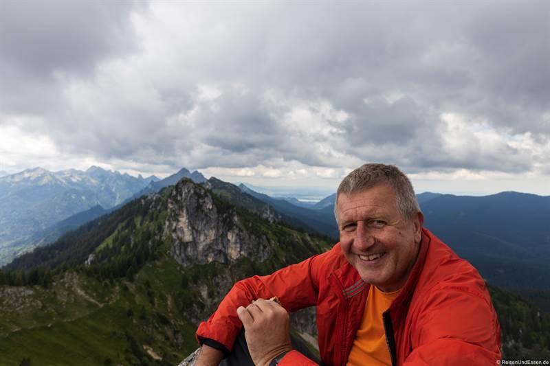 Pause am Gipfel vom Teufelstättkopf in den Ammergauer Alpen