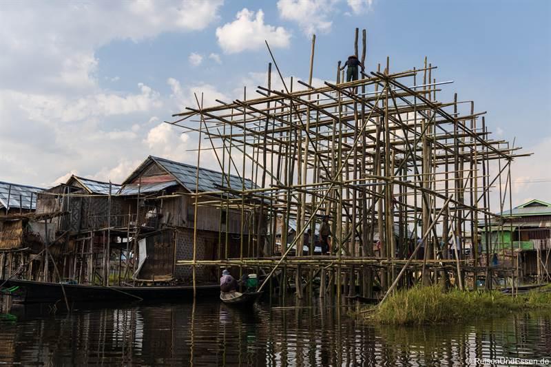 Bau eines Hauses im Inle-See