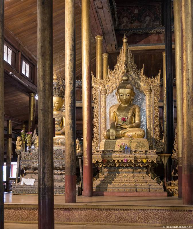Buddha im Nga Hpe Kyaung Kloster am Inle-See