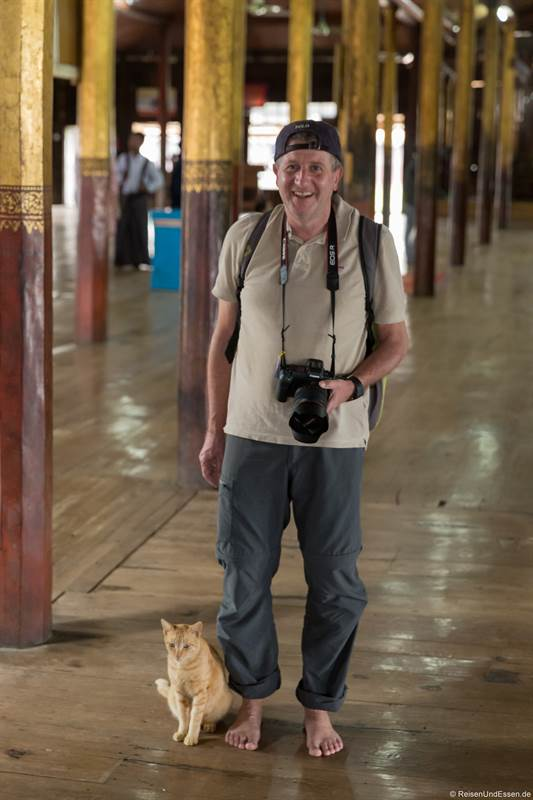 Katze im Nga Hpe Kyaung Kloster am Inle-See