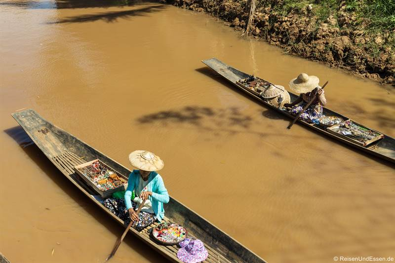 Boote mit Souvenirs am Inle-See