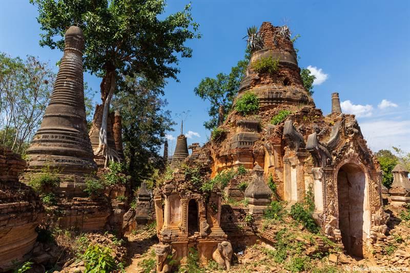 Ruinen von Pagoden bei Indein am Inle See