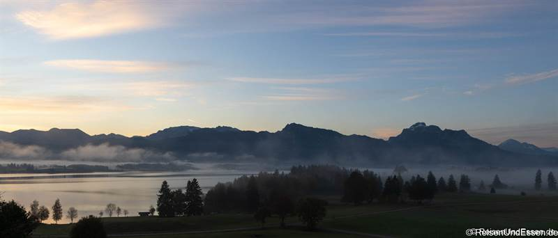 Blick auf den Forggensee bei Nebel im Herbst - Fotoparade 2020