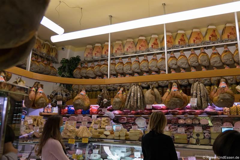Laden mit Schinken in Bologna - Fotoparade 2020
