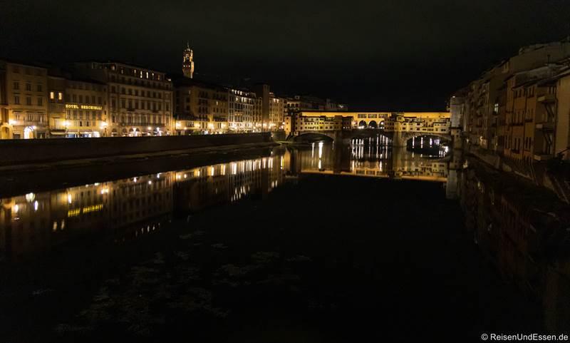 Ponte Vecchio in Florenz bei Nacht