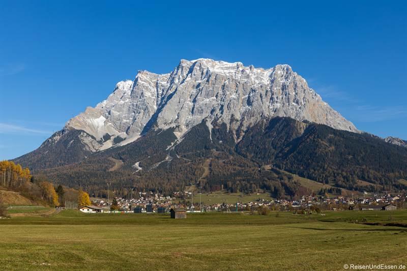 Blick auf die Zugspitze von Lermoos in Tirol - Fotoparade 2020