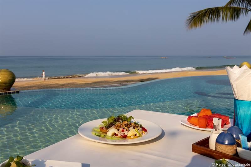 Frühstück am Strand von Ngapali in Myanmar