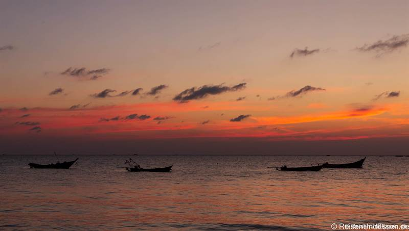 Sonnenuntergang am Strand von Nwge Saung in Myanmar