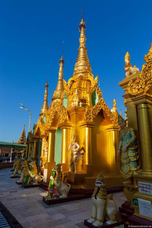 Goldene Stupa in der Shwedagon Pagode in Yangon