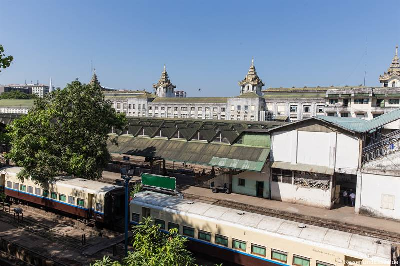 Bahnhof in Yangon in Myanmar