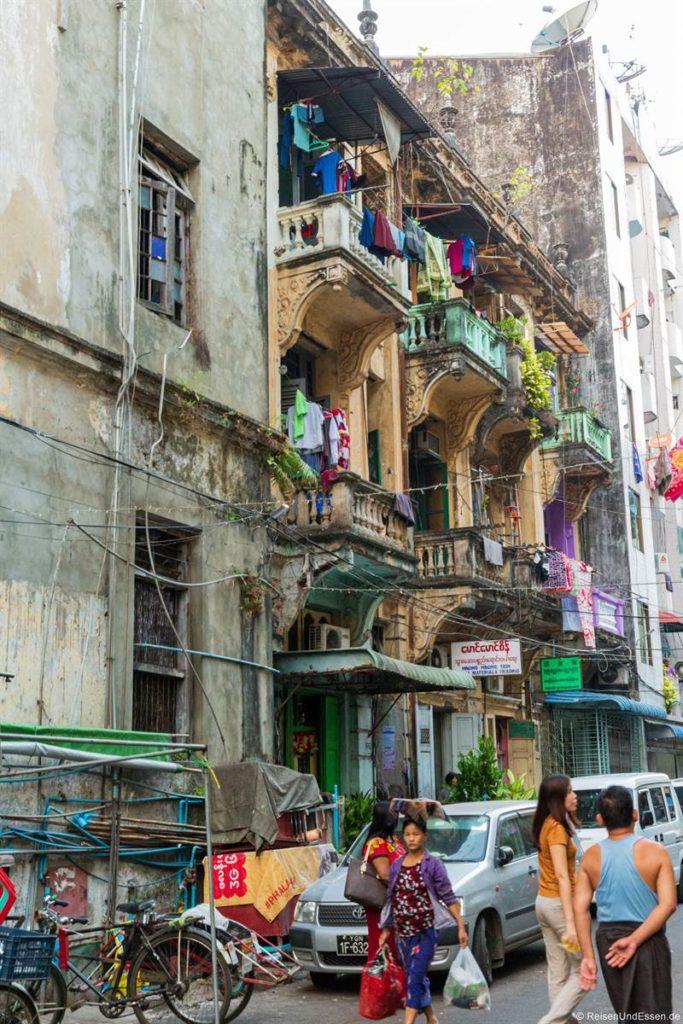 Straße in Chinatown in Yangon