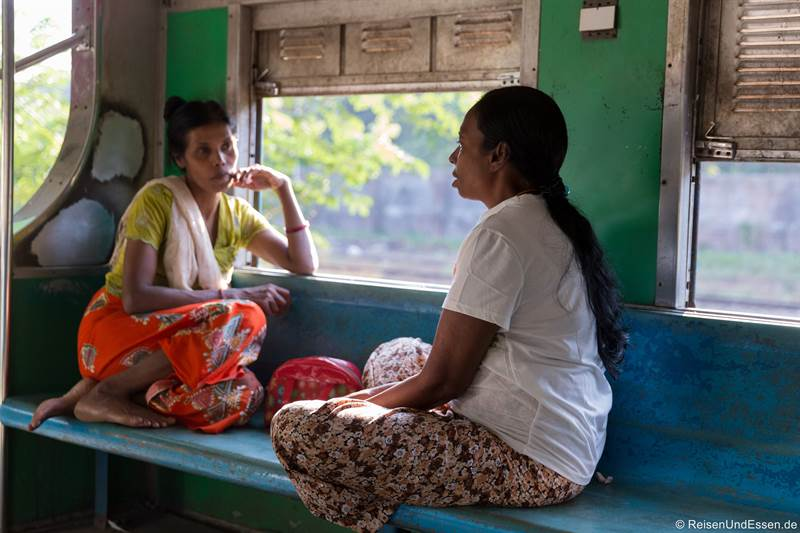 Burmesinnen im Circle Train