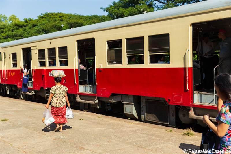 Waggon im Circle Train in Yangon