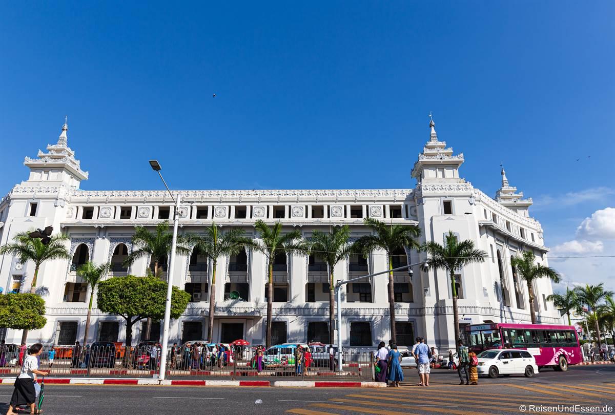 Rathaus in Yangon im Kolonialstil