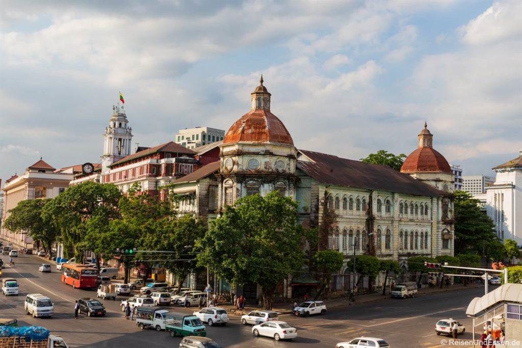 Zoll und ehemaliges Kolonialgebäude in Yangon