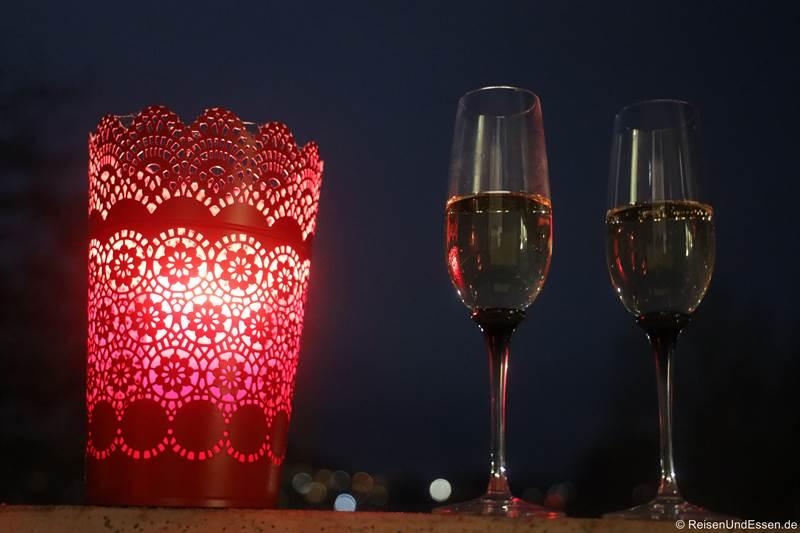 Champagner um Mitternacht auf dem Balkon