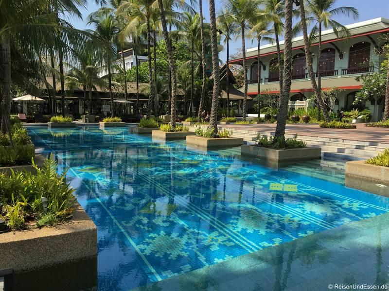 Pool im Chatrium Hotel Royal Lake Yangon