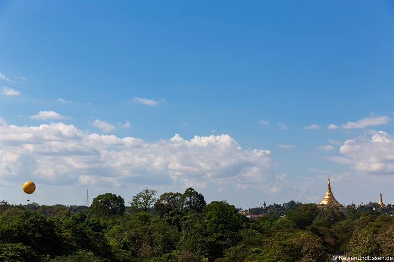 Blick vom Zimmer auf Shwedagon-Pagode