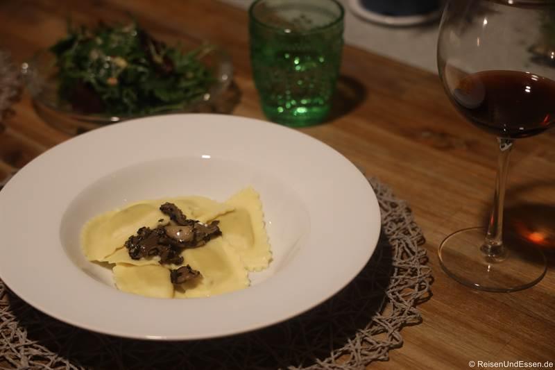 Ravioli mit Trüffel als Hauptgericht beim Silvestermenü 2020