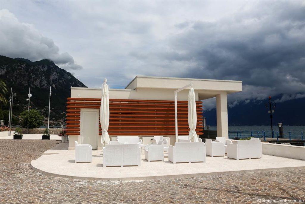 Bar am Hafen von Bogliaco am Gardasee