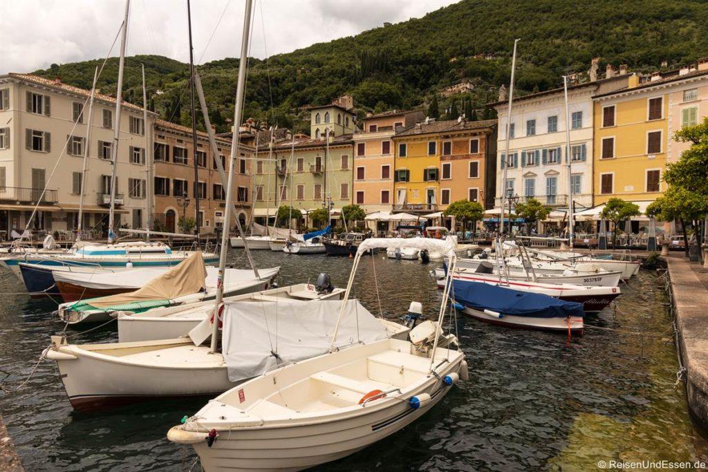 Hafen in Gargnano am Gardasee