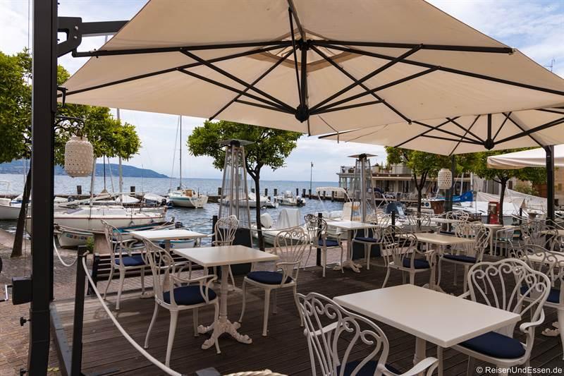 Restaurant am Hafen von Gargnano am Gardasee