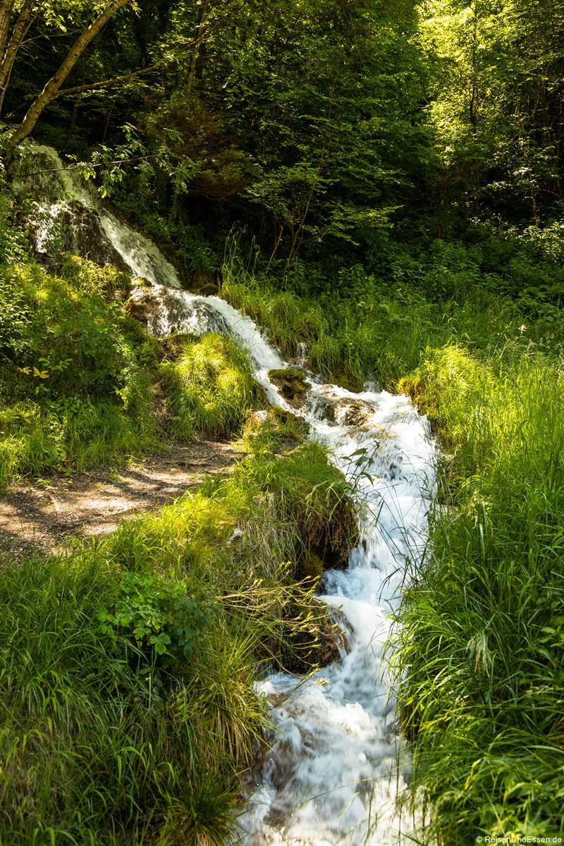 Wasserfall an der Ponalestraße von Riva del Garda zum Ledrosee
