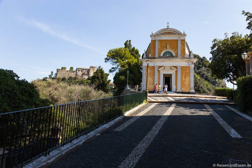 Kirche San Giorgio und Castello Brown