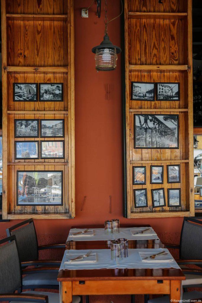 Restaurant in Portofino mit alten Bildern