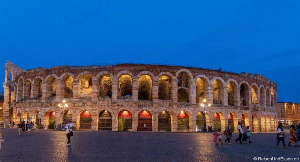 Arena von Verona zur blauen Stunde