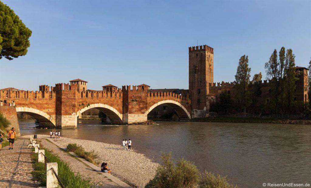 Brücke und Castelvecchio an der Etsch in Verona