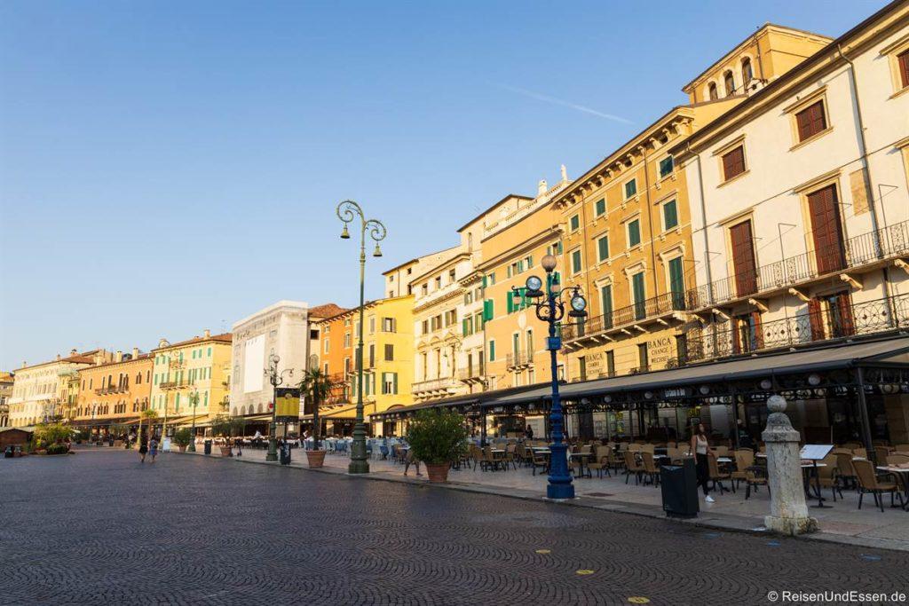 Häuser an der Piazza Bra - Sehenswürdigkeiten in Verona