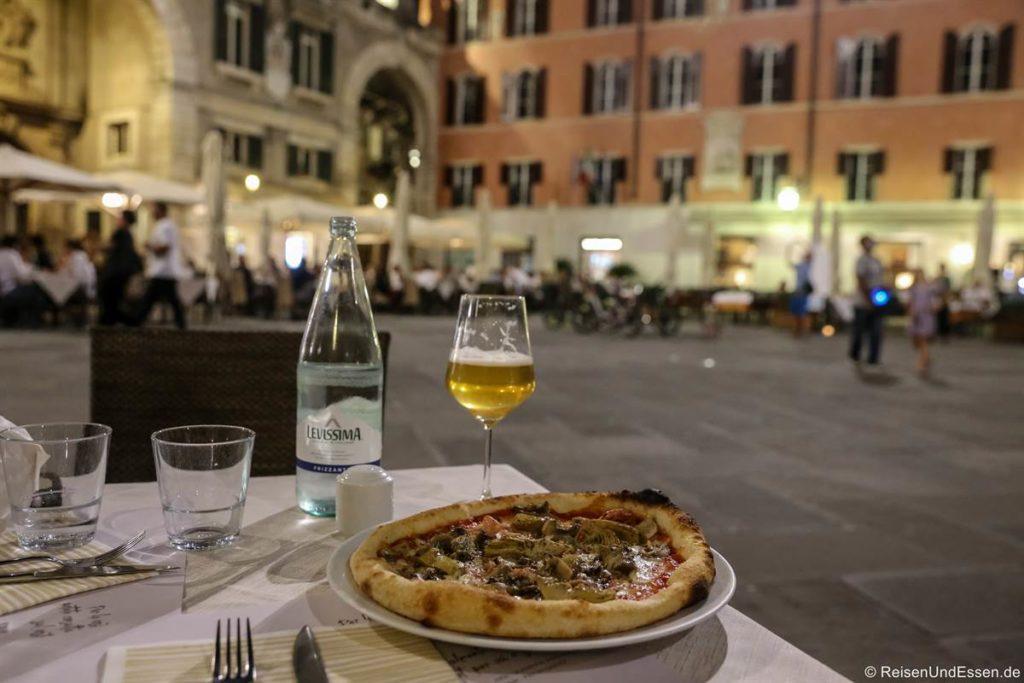 Pizza an der Piazza dei Signori in Verona