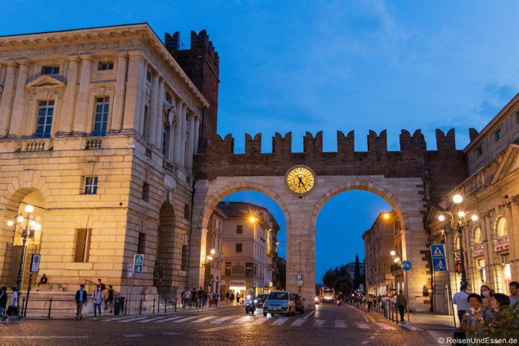 Stadttor bei der Porto Nuova in Verona