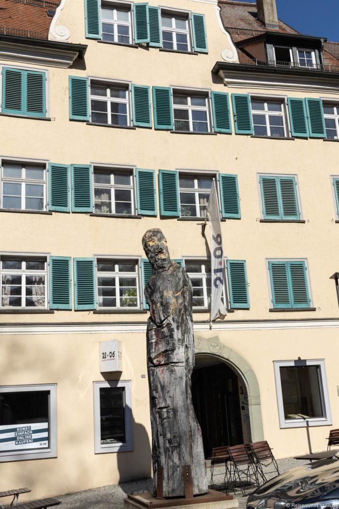 Skulptur vor der Galerie 21.06