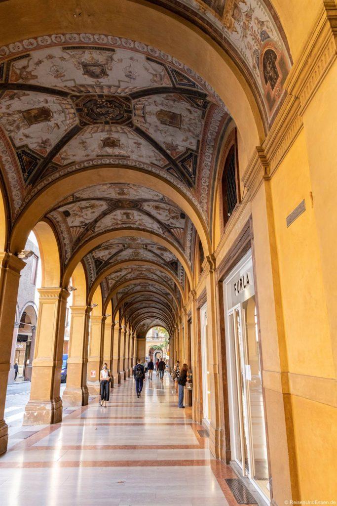 Deckengemälde in den Arkaden - Sehenswürdigkeiten in Bologna