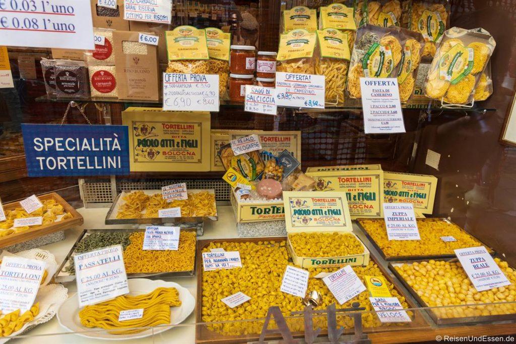 Laden mit einer großen Auswahl an Pasta