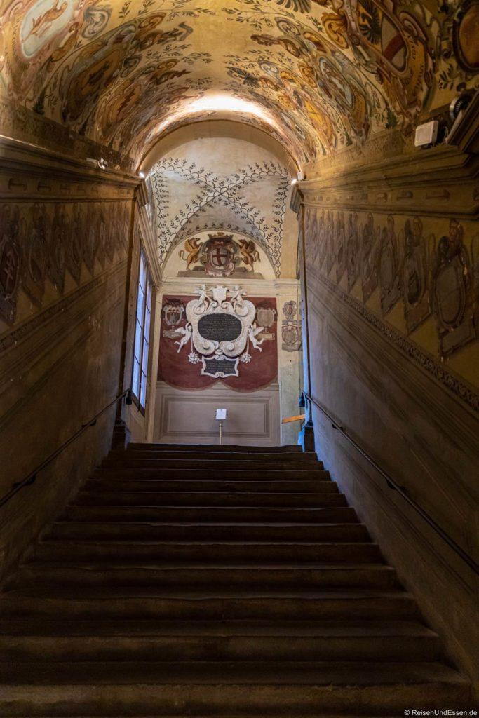 Treppe im Palazzo dell'Archiginnasio in Bologna