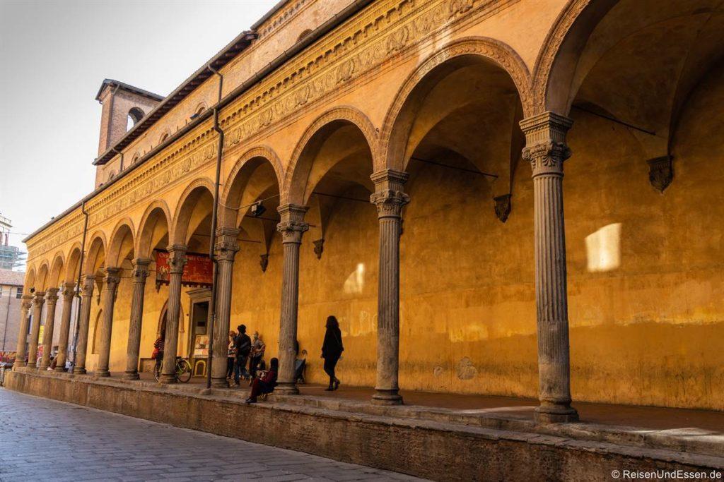 Arkaden bei der Kirche San Giacomo Maggiore