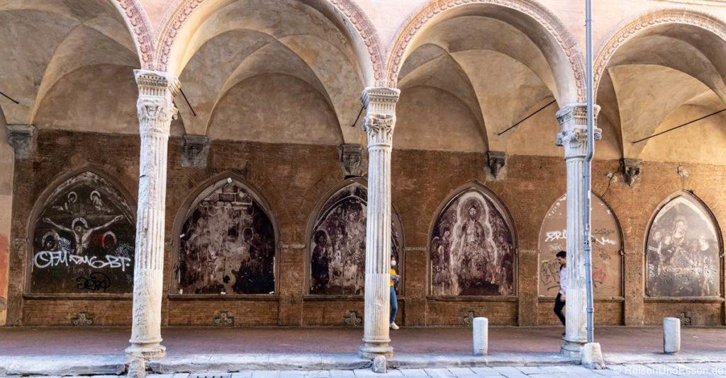 Arkaden mit Gemälden in Bologna