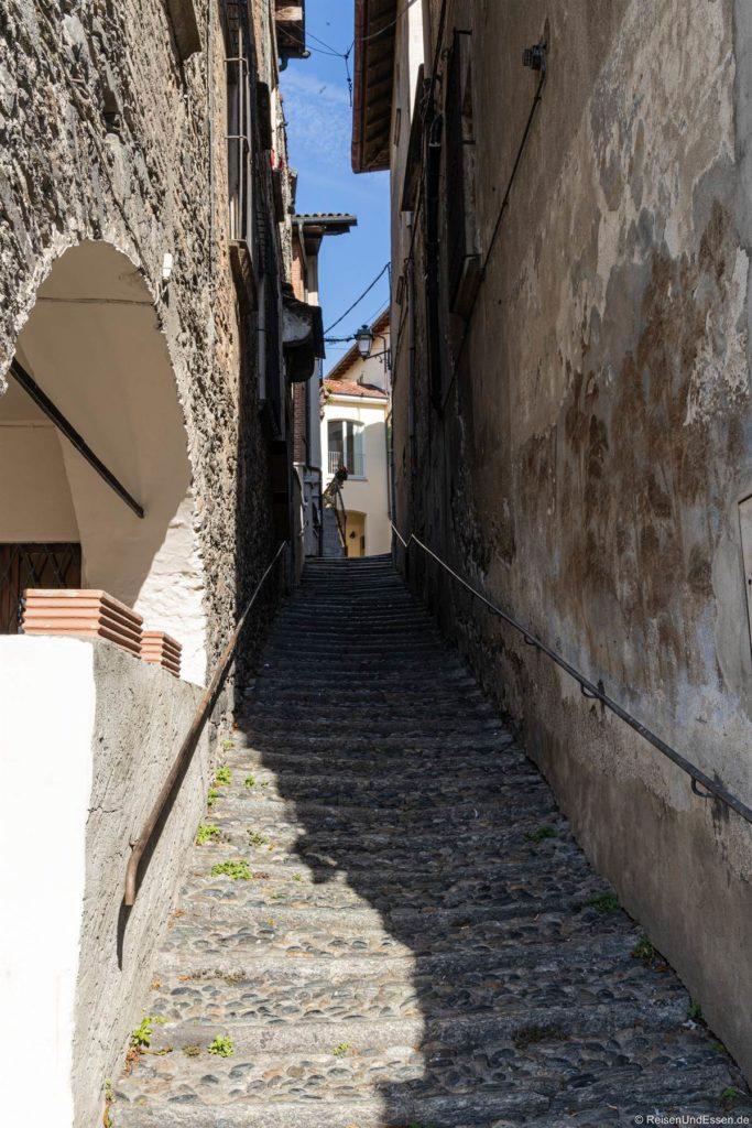 Treppen in einer Gasse in Cannobio