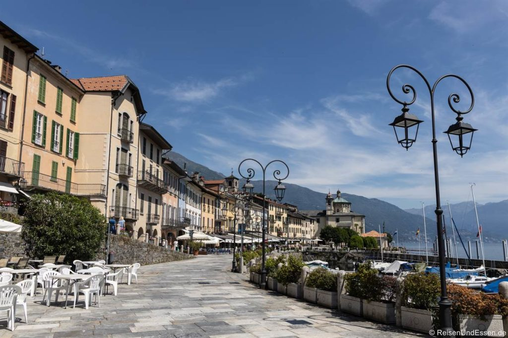 Uferpromenade beim Rathaus in Cannobio