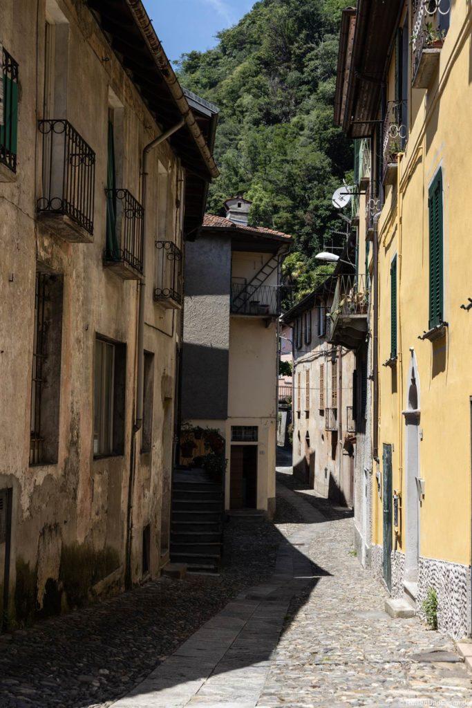 Gasse in Maccagno am Lago Maggiore