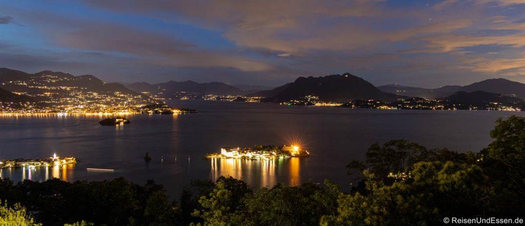 Blick am Abend von der Ferienwohnung auf die borromäischen Inseln
