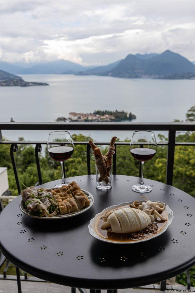 Abendessen mit Tintenfisch und Focaccia in der Ferienwohnung