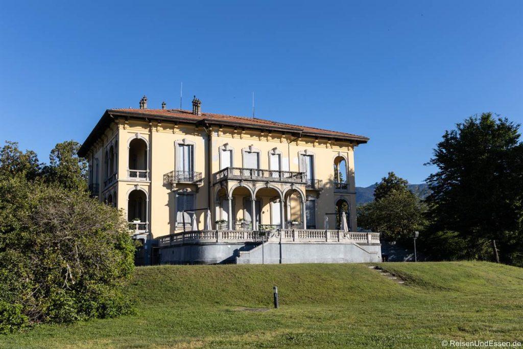 Bibliothek in einer Villa in Verbania