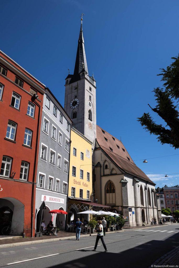 Frauenkirche mit Stadtturm am Marienplatz in Wasserburg